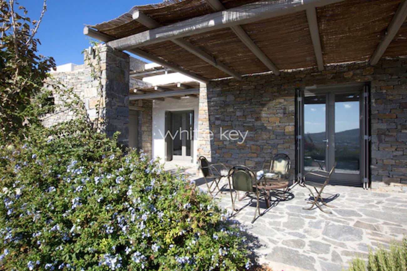 villa phanessa greek villa in paros greece white key villas. Black Bedroom Furniture Sets. Home Design Ideas