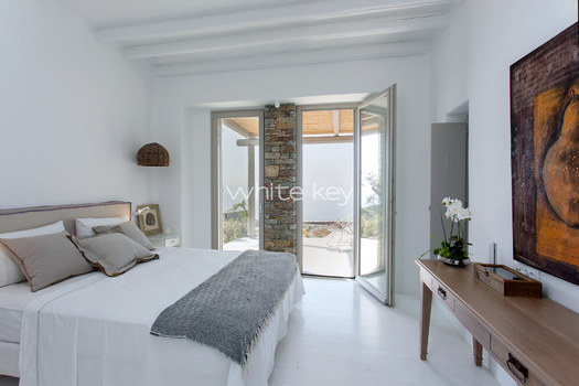 05-WhiteKey-Villa-Margot-Tinos-MASTER BEDROOM.jpg