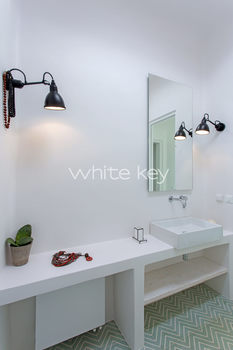 08-WhiteKey-Villa-Margot-Tinos-2ND BEDR BATH.jpg