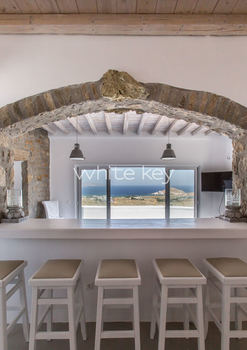 15_WhiteKey-Villa-Pearla-Mykonos-inside_cocktail_and_snack_area_with_a_view.jpg