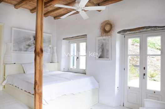 16_WhiteKey-Villa-Selina-Serifos-Building_1,_2nd_level,_guestroom_a.jpg