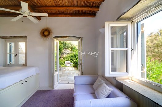 17_WhiteKey-Villa-Selina-Serifos-Building_1,_2nd_level,_Guest_room.jpg