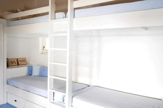 18_WhiteKey-Villa-Selina-Serifos-Building_1_children_room_1b.jpg