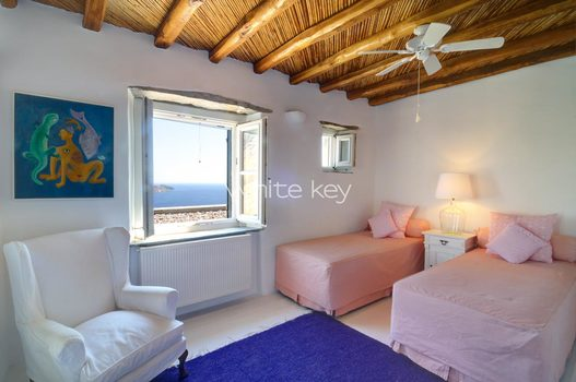 21_WhiteKey-Villa-Selina-Serifos-Building_1_children_room_2a.jpg
