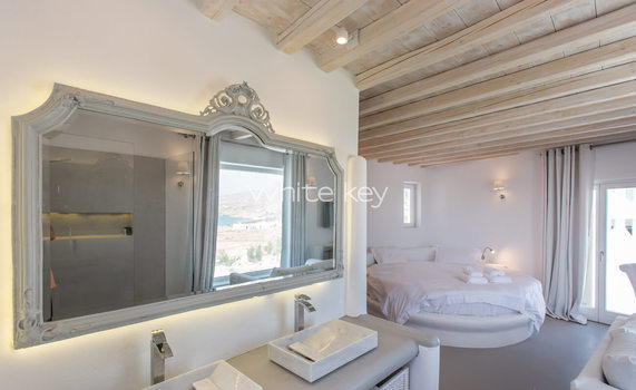 23_WhiteKey-Villa-Pearla-Mykonos-open_plan_executive_suite.jpg
