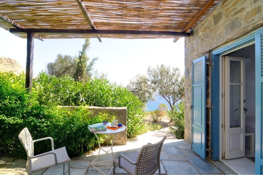25_WhiteKey-Villa-Selina-Serifos-Building_1,_level_2_guest_room_veranda.jpg