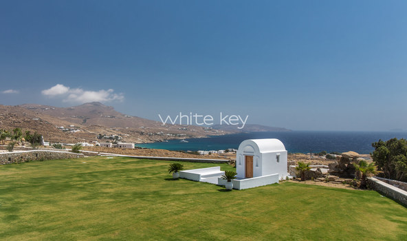 26_WhiteKey-Villa-Pearla-Mykonos-garden_event_area_access_from_private_road_.jpg