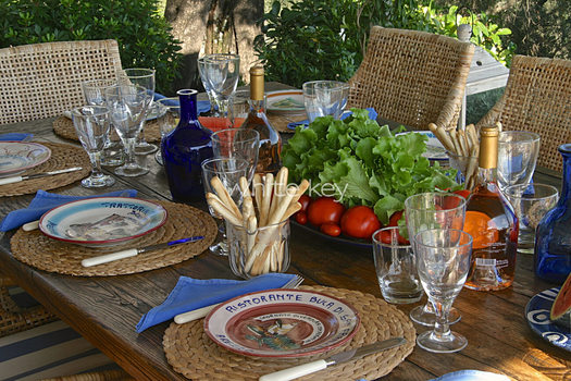 27_WhiteKey-Villa-Milya-Corfu-22-Summer-lunch.jpg