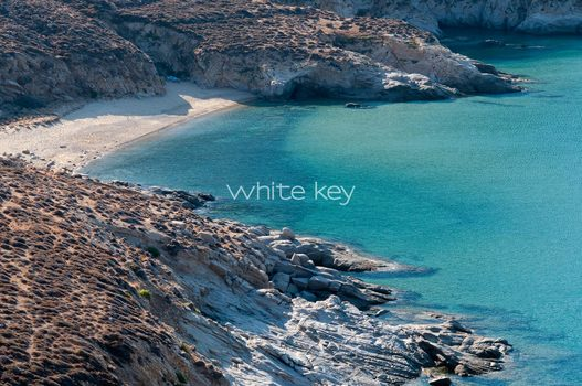 33_WhiteKey-Villa-Selina-Serifos-The_beach_6.jpg