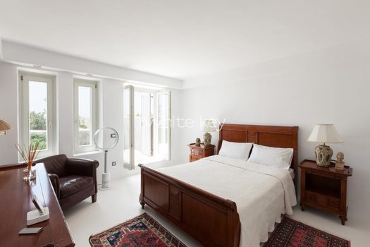 38_WhiteKey-Villa-Isaura-Mykonos-SE-DownstairsFlat_MainBedroom.jpg