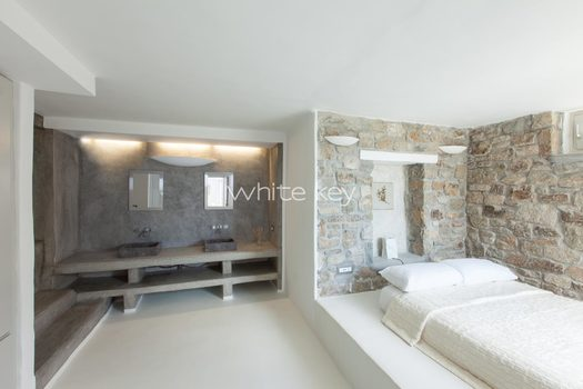 40_WhiteKey-Villa-Isaura-Mykonos-SE-DownstairsFlat_SecondBedroom_WashBasins.jpg