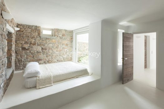 41_WhiteKey-Villa-Isaura-Mykonos-SE-DownstairsFlat_SecondBedroom_01.jpg
