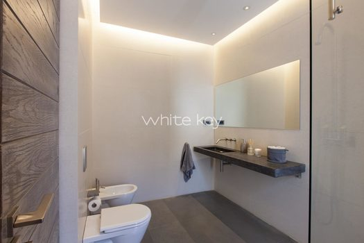 42_WhiteKey-Villa-Isaura-Mykonos-SE-SecondBedroom_Bathroom_01.jpg