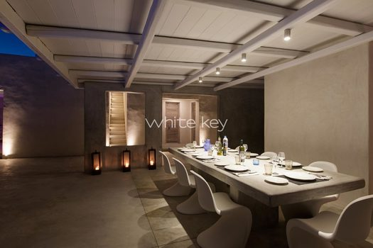 48_WhiteKey-Villa-Isaura-Mykonos-SE-Pool_Night_Dining_02.jpg