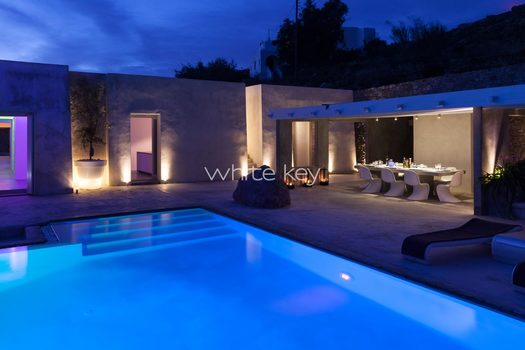 50_WhiteKey-Villa-Isaura-Mykonos-SE-Pool_Night_Dining_03.jpg