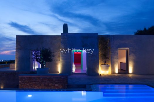 51_WhiteKey-Villa-Isaura-Mykonos-SE-Pool_Night_01.jpg